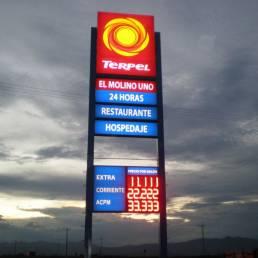 Rótulos y pantallas para gasolineras 10