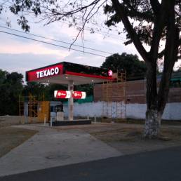 Rótulos y pantallas para gasolineras 8